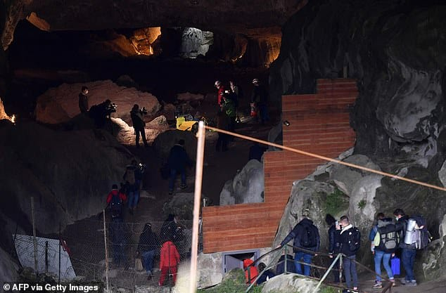 Psychology experiment will see 15 people trapped in a cave for 40 days without sense of time 3