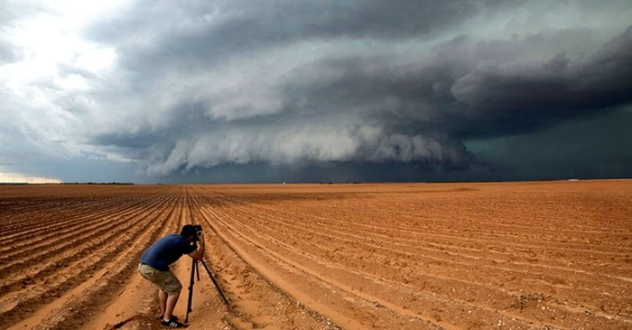 ohio cops shoots shot journalist for taking photos pictures of a thunderstorm